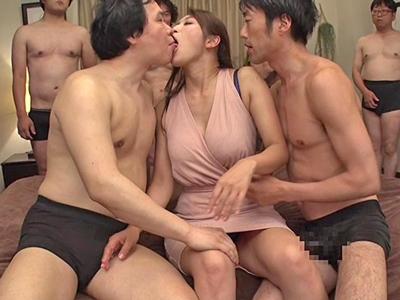 【エロ動画】スタイル抜群のお色気巨乳モンスター・小早川玲子が乱交セックスで大暴れ!次々とギンギンチンコをフェラチオして騎乗位の大量顔射に大満足の笑顔…!