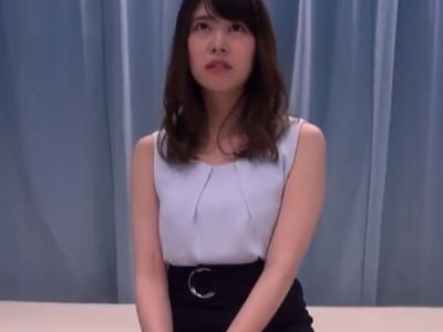 【エロ動画】SNSでゲットした巨乳素人娘をマジックミラー号に乗車させセクハラマッサージ!興奮した所でフェラチオさせ騎乗位・後背位で膣穴を激ピストン…!
