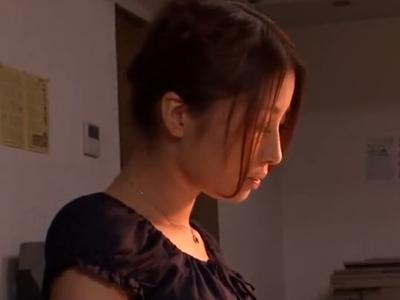 【エロ動画】性欲をコントロールできず獣と化した生徒たちに凌辱レイプされる美人教師…フェラチオ・イマラチオで肉棒をご奉仕して屈辱の顔射ぶっかけで大号泣…
