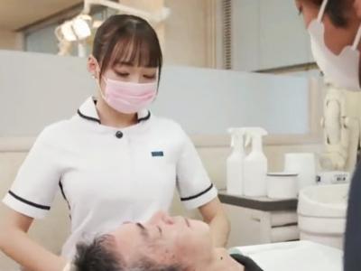 【エロ動画】巨乳美人な歯科助手・蓮実クレアが仕事中にムラムラして完全痴女化!いきなりフェラチオを開始して騎乗位でマンコを擦りまくる超展開なセックスに…!