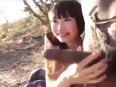 【エロ動画】ロリ顔な美少女ちゃんが野外で黒人チンコと濃厚セックス!パイパンマンコを騎乗位・後背位でピストンされザーメン中出し射精でハーフの子供が誕生…!
