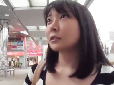 【エロ動画】女子大生みたいなロリ顔巨乳の人妻をナンパ!盗撮部屋に連れ込んで他人棒をフェラチオさせて騎乗位・正常位で感じまくるNTRをしっかりと撮影…!