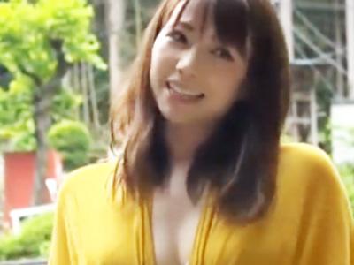【エロ動画】キャンプ中に若いチンコの誘惑に負けて寝取られる巨乳美人妻…ウットリ顔でチンコをフェラチオ・手コキしてくっさいザーメンの顔射ぶっかけに大満足…