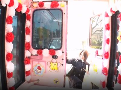【エロ動画】さっきまでJKだった制服美少女をMM号に招待して卒業祝いに肉棒をプレゼント…クンニ・手マンで悶絶させて騎乗位で大人のケツ振りを覚えさせてあげました…