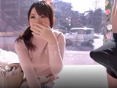 【エロ動画】マジックミラー号で巨根見せられ発情しちゃった巨乳美人妻…手マンで理性を失ってしまい他人の妊娠エキスを中出しされる着衣寝取られセックスに…