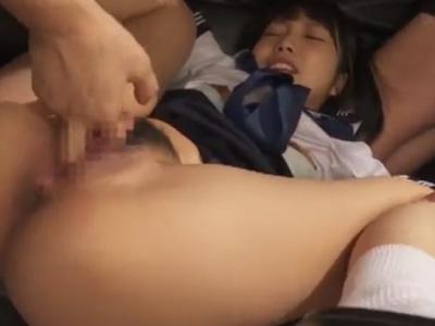 【エロ動画】最高にロリ可愛い美少女JKと人生終了しているオッサンたちが乱交セックス…順番待ちをしながらフェラチオしてもらい騎乗位・正常位の中出しで妊娠させる…!