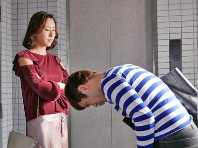【エロ動画】風俗に行ったら隣に住んでいる高飛車巨乳人妻・松下紗栄子が登場…千載一遇のチャンスを逃さないようにフェラチオさせて濃厚ザーメンを中出しするNTRセックスに…