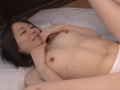 【エロ動画】フィニッシュは口内射精!手マンで感じるロリ系美少女にチンポをぶち込み激しいピストンを繰り返す!