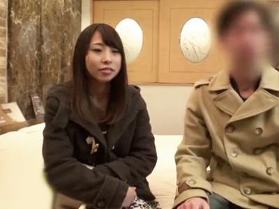 【エロ動画】金に目がくらんだ彼氏持ちのJDが男友達とホテルへ!一線越えの激しいピストンで、まさかの中出し許可も!?