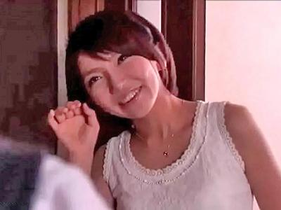 【エロ動画】綺麗なママに思わず勃起…相互オナニーに興奮した息子だけど、我慢できず近親相姦に発展!