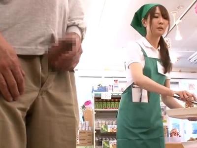 【エロ動画】セックスレスな人妻のパート先でチンポを見せつけたら→濃厚フェラチオからのNTR挿入で中出ししちゃった!