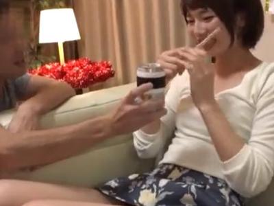 【エロ動画】乱交で乱れまくるヤリサー所属の素人娘たち…酒の力で淫らになって、あっちこっちでパコリっぱなし!?