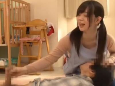 【エロ動画】保育士さんがショタチンポを逆レイプ!手コキやフェラでご奉仕したら、乳揺れしながらおねショタセックスで感じまくり!