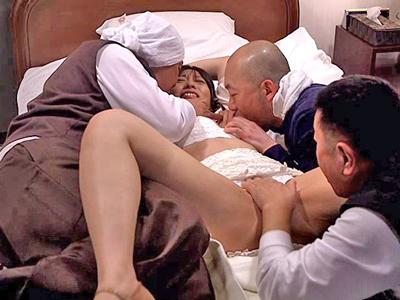 【エロ動画】NTR好きな旦那の前で輪姦された奥様は、ハメられてるところを見つめられながら中出しされて…
