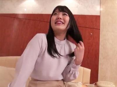 【エロ動画】ピンクのパイパンマンコをくぱぁ♡セックス好きな素人巨乳美少女が、初対面の男のチンポで喘ぎまくりの大悶絶!