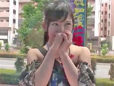 【エロ動画】「私がするんですか!?」と困惑してる巨乳ADさんと…電マやチンポが入り乱れるMM号で、喘ぎっぱなしの中出しファック!