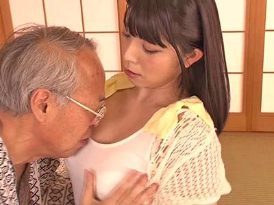 【エロ動画】オナニーに夢中な孫娘・上原亜衣を夜這いしたエロじいちゃんが、背徳感たっぷりの中出し近親相姦を披露!