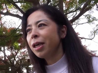 【エロ動画】薄幸な人妻熟女の看護師がオンナの悦びを取り戻す不倫温泉旅行…久しぶりの勃起チンコをフェラチオで堪能して激しい正常位で悶絶するハメ撮りセックス…