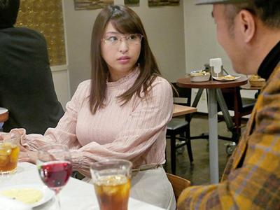 【エロ動画】夫に構ってもらえない寂しい美人妻・秋山祥子が再会した恩師と寝取られ不倫セックス…シックスナインでお互いの性器を舐め合い騎乗位で何度も腰を振って…