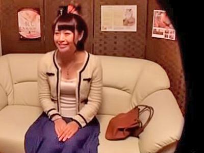 【エロ動画】女性の勧誘に安心していたら悪徳マッサージ師にセクハラされちゃった巨乳ギャル…オイルまみれの割れ目に肉棒を差し込まれいつの間にか中出しを受ける事態に…