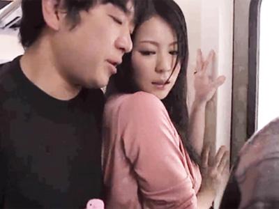 【エロ動画】パンスト脱がされて痴漢師の手マンで感じてしまった美人妻…他人棒だと分かりながらもフェラチオ・手コキでご奉仕して後背位で犯される寝取られセックスに…