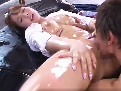 【エロ動画】巨乳スレンダーな美女・三上悠亜をオイルまみれにして潮吹きさせるセックス!勃起チンコを挿入して後背位・正常位で突きまくっているとウットリ顔に…