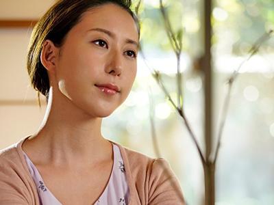 【エロ動画】使用人に押し倒された巨乳妻(松下紗栄子)は、他人棒の快感にあっさり堕ち!NTRセックスで中出しも…