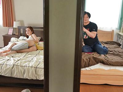 【エロ動画】隣に住んでる篠田ゆうのオナニーボイスを聞いてたら興奮しちゃって…巨乳がゆさゆさ揺れる痴女セックスに発展!?