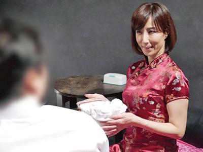 【エロ動画】本番&中出しさせてくれる熟女ピンサロ嬢・澤村レイコ!巨乳をぶるぶる揺らして喘ぎながら極上サービス