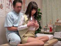 【エロ動画】セクハラマッサージでガチ発情!制服姿のOLが、ヌレヌレマンコで施術師チンポを受け入れる流されファック!